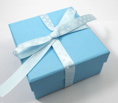 Gift box for boys! Every time we use a diferent gift box!
