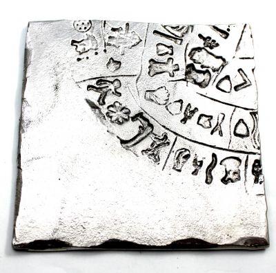 Ο Δίσκος της Φαιστού, σουβέρ από ανακυκλωμένο αλουμίνιο.