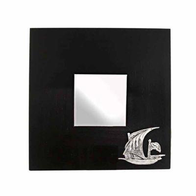 Καθρέφτης Λατίνι, Χαλκός Επάργυρος πάνω σε ξύλινο καθρέπτη.