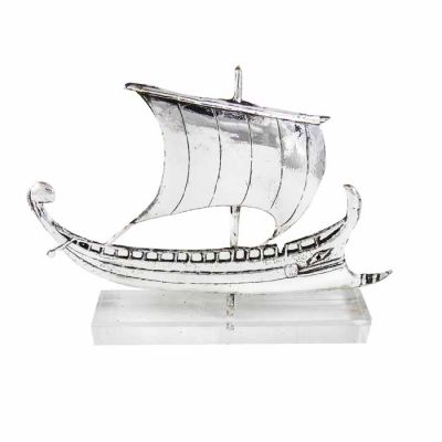 Trireme, Miniature ship in silver 999°, mounted on acrylic base (plexiglass).