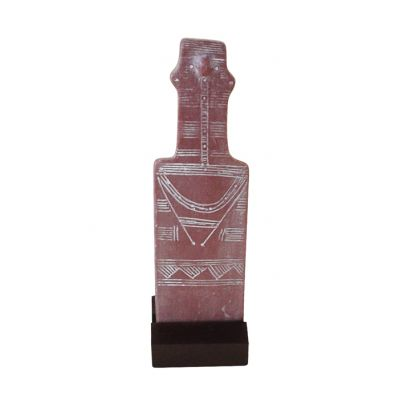 Plank-shaped Figurine, Sculpture, made of resin, placed on a plastic base.