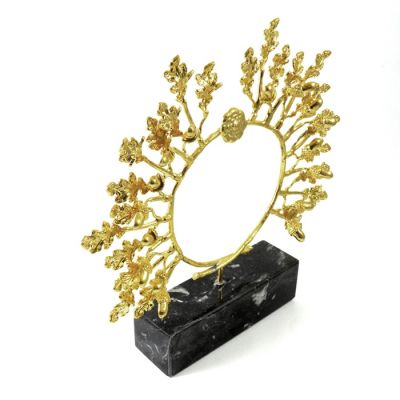 Oak Wreath II, Gold-plated 24K handmade brass, placed on a black marble base.