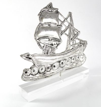 Two-masted Sponge Sailing Ship, Copy in silver 999°, mounted on an acrylic base (plexiglass).